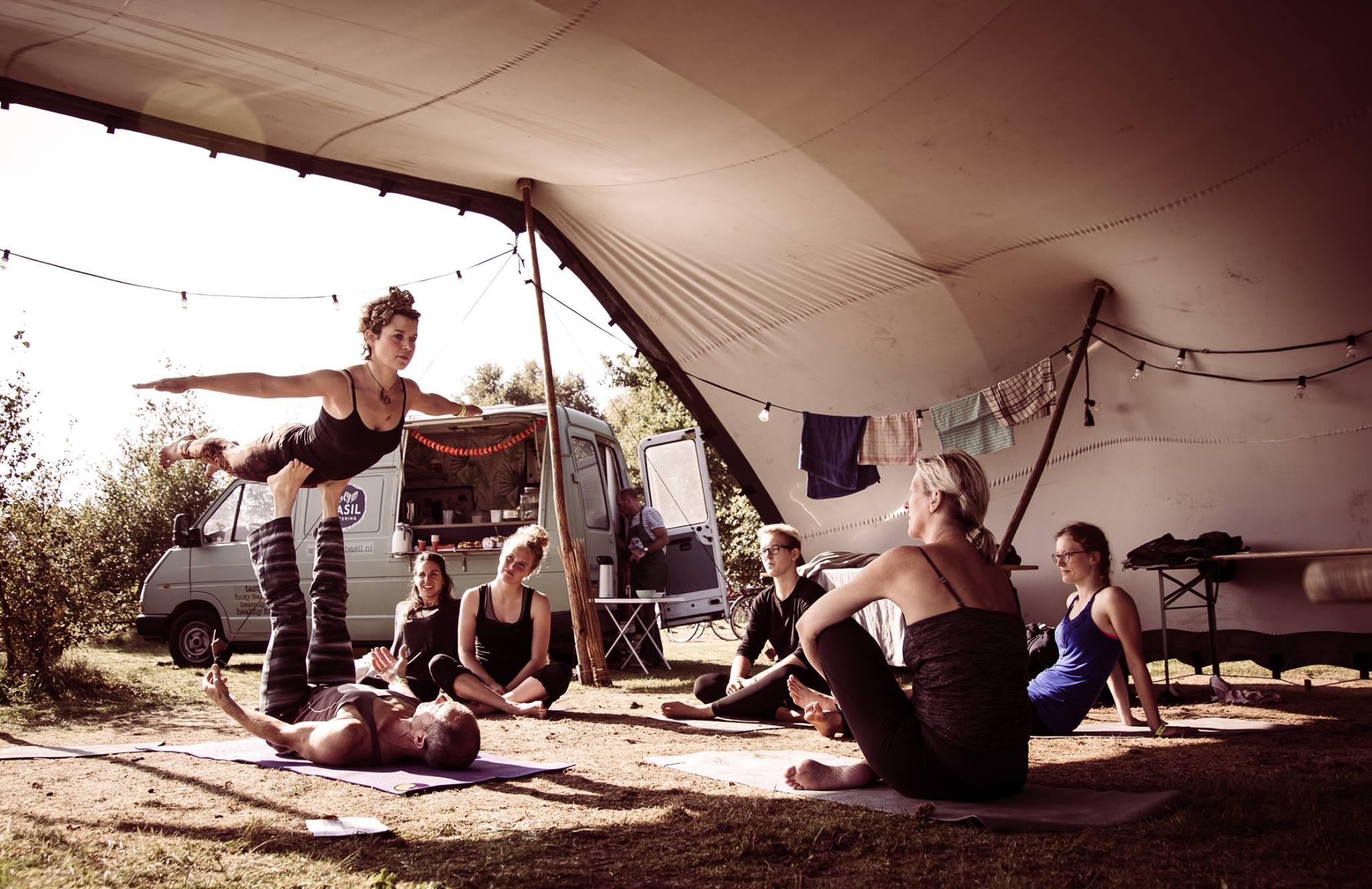 AcroYoga op Yogafestival Schiermonnikoog