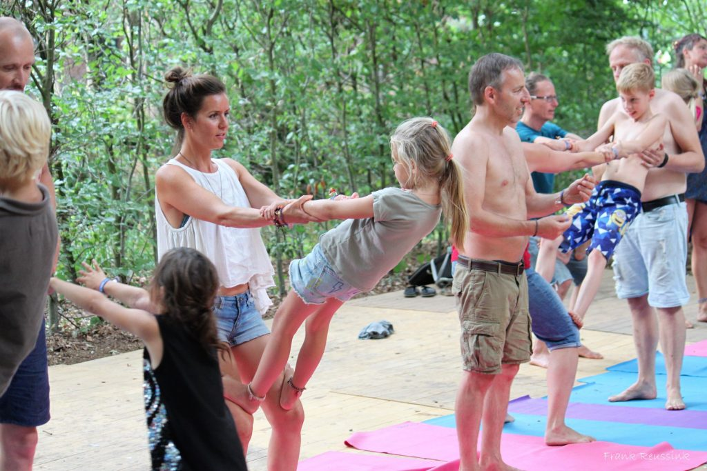 ouder en kind acroyoga by Bendie-Yoga.com